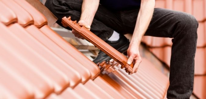 Top signs that you need roof repair services